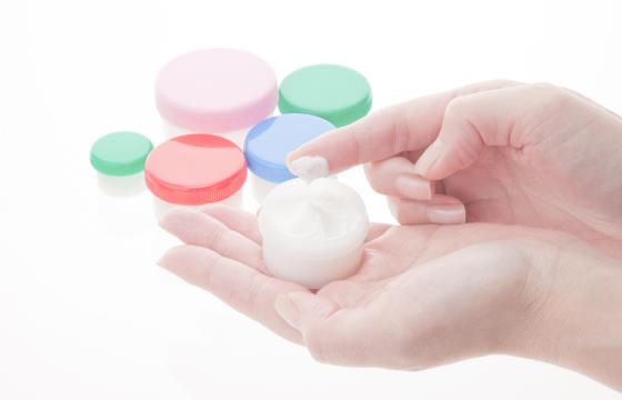 にきび・アトピーなどの慢性皮膚炎は保険診療内での治療に努めています